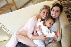 Trascrivibilità del certificato di nascita di minore figlio di coniugi dello stesso sesso, cittadini di Stati dell'Ue
