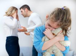 """""""Se mi lasci non vedi più i bambini"""": le bugie sull'affidamento dei figli"""