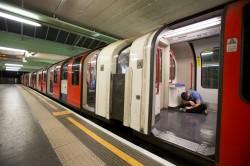 Chi risponde del sinistro di un viaggiatore che rimane incastrato tra i battenti della metro?