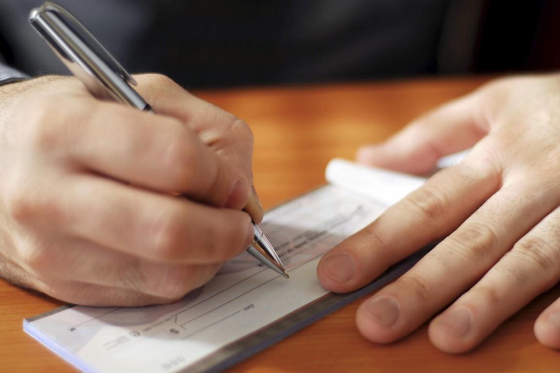 Il coniuge separato non ha diritto all'assegno sociale nell'ipotesi di rinuncia all'assegno alimentare