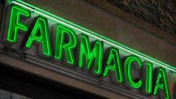 L'attività svolta dal farmacista socio di società di persone è equiparata all'attività del titolare di farmacia