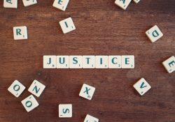 Sindacato di legittimità costituzionale in relazione a leggi-provvedimento e regolamenti